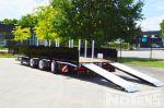 802405 drie assige aanhangwagen met aluminium neerklapbare rampen met veersysteem