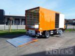 902004 gesloten laadbak met houten bindlatten en zijdeur op MAN vrachtwagen